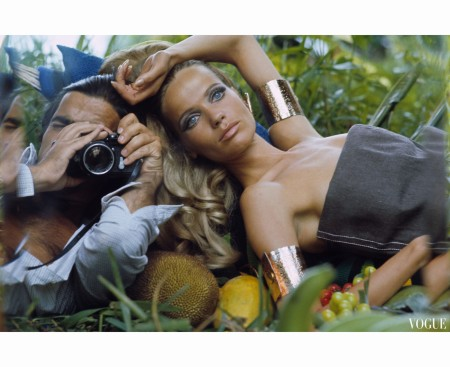 Photographer Franco Rubartelli shoots a self-portrait with Veruschka. ca January 1968 b