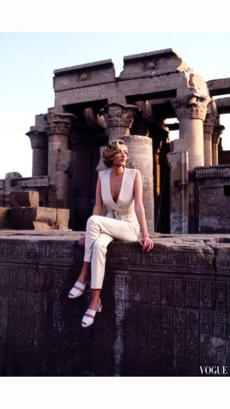 Tatjana Patatz %22Easy Pieces of the Great Escapes%22 Vogue April 1992  © Patrick Demarchelier