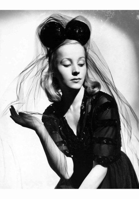 A model in Balenciaga, 1930 © Francis Kollar