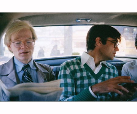 Andy Wharol and Rex Reed in a taxi Monaco 1974 © Peter Schlesinger