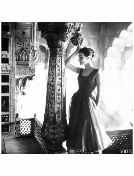 anne-gunning-in-dress-by-susan-small-photo-by-norman-parkinson-india-feature-for-vogue-uk-dec-1956v