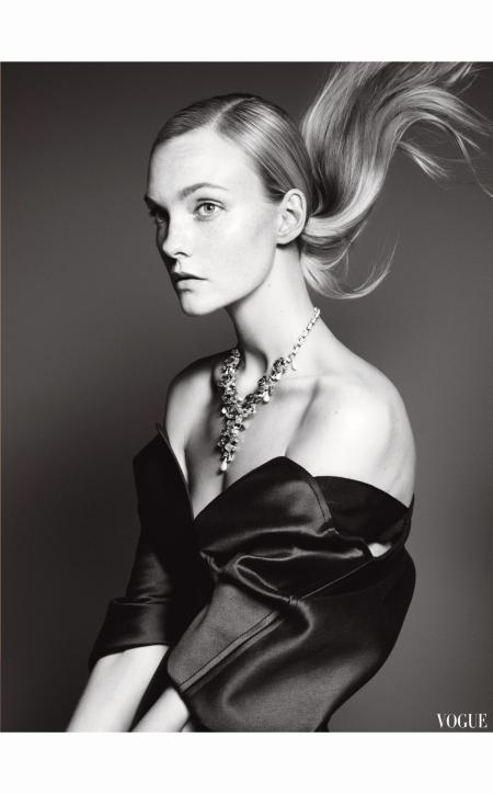 Caroline Trentini Vogue Dec 2014 © David Sims