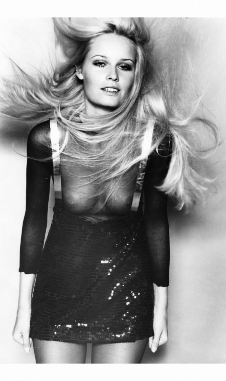 Courreges - miniskirt 1967 © Peter Knapp