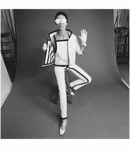gaberdine-trouser-suit-with-gloves-shoes-and-sunglasses-designed-by-andre-courreges-1965-photo-john-french