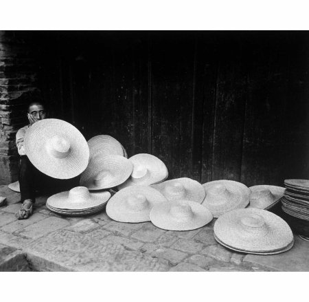 Hat seller 1941 Carl Mydans
