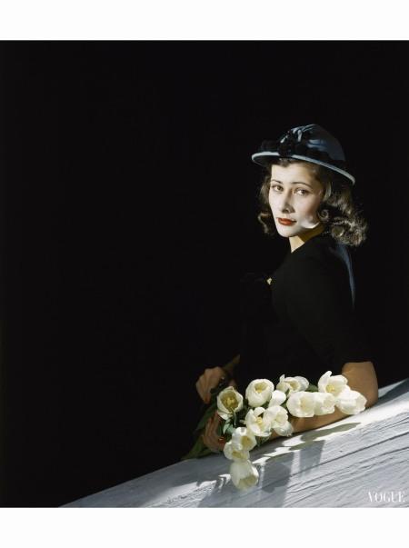 Head shot of Mrs. Hugo Rutherfurd, formerly Francesca Villa Vogue march 1942 © Horst P.Horst