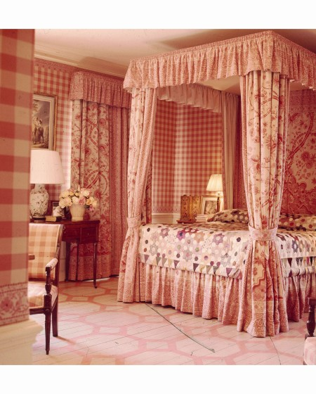 Lee Radziwill pink bedroom in her England estate Vogue July 1971 Horst P.Horst