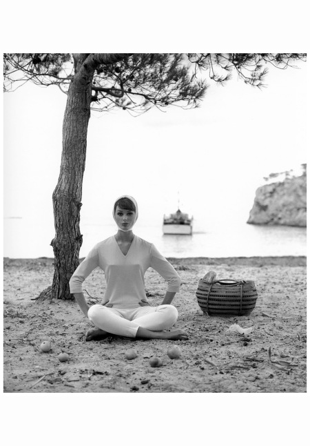 Lucinda Hollingsworth, Spain 1958 lucinda-hollingsworth-palma-de-mallorca-spain-photo-by-georges-dambier-1958-d