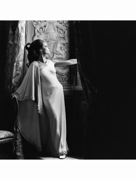 Outtake Antonella Agnelli stands in the Palazzo Doria, the Brazilian Embassy in Rome wears a Mila Schon silk and diamond trimmed evening gown made of Bini with Varese for Mila Schon; Hair by Alba & Francesca; Make-up by Gil of Max Factor sept 1968