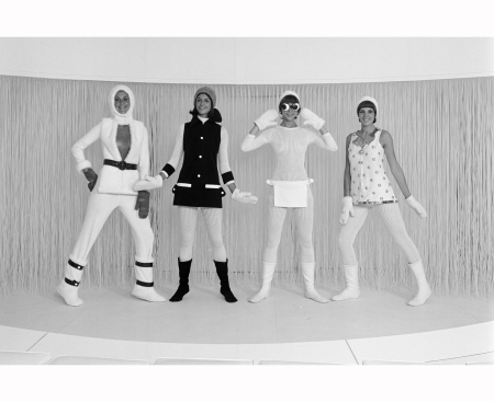 LA COLLECTION HIVER 1969-1970 D'ANDRE COURREGES