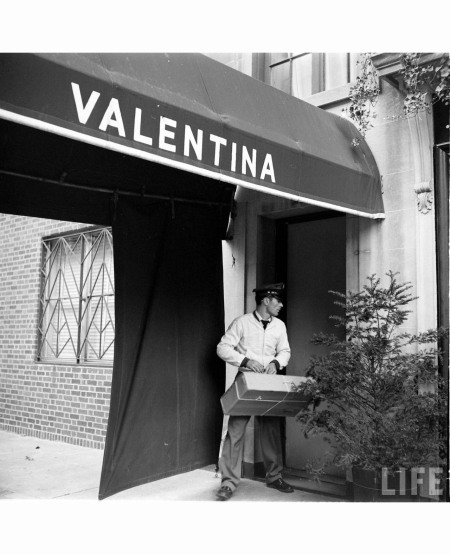 Schlee opened a small couture dress house, Valentina's Gowns on Madison Avenue in 1928