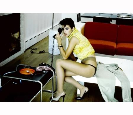 Gia Carangi in a Perry Ellis Sweater 1980 Vogue Feb 1980 © Denis Piel copia