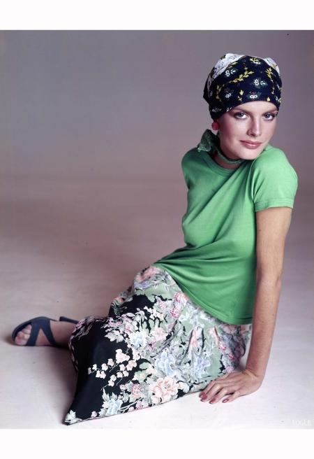 Rene Russo - Vogue Feb 1975 © Rchard Avedon