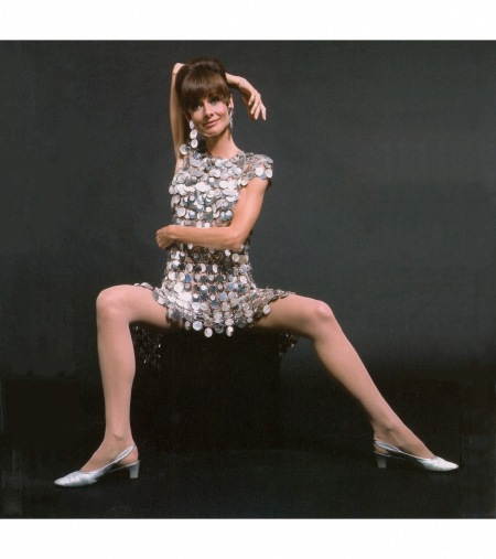 audrey-hepburn-in-two-for-the-road-1967-wearing-unwearable-dress-by-paco-rabanne-from-audrey-the-60s-by-david-wills