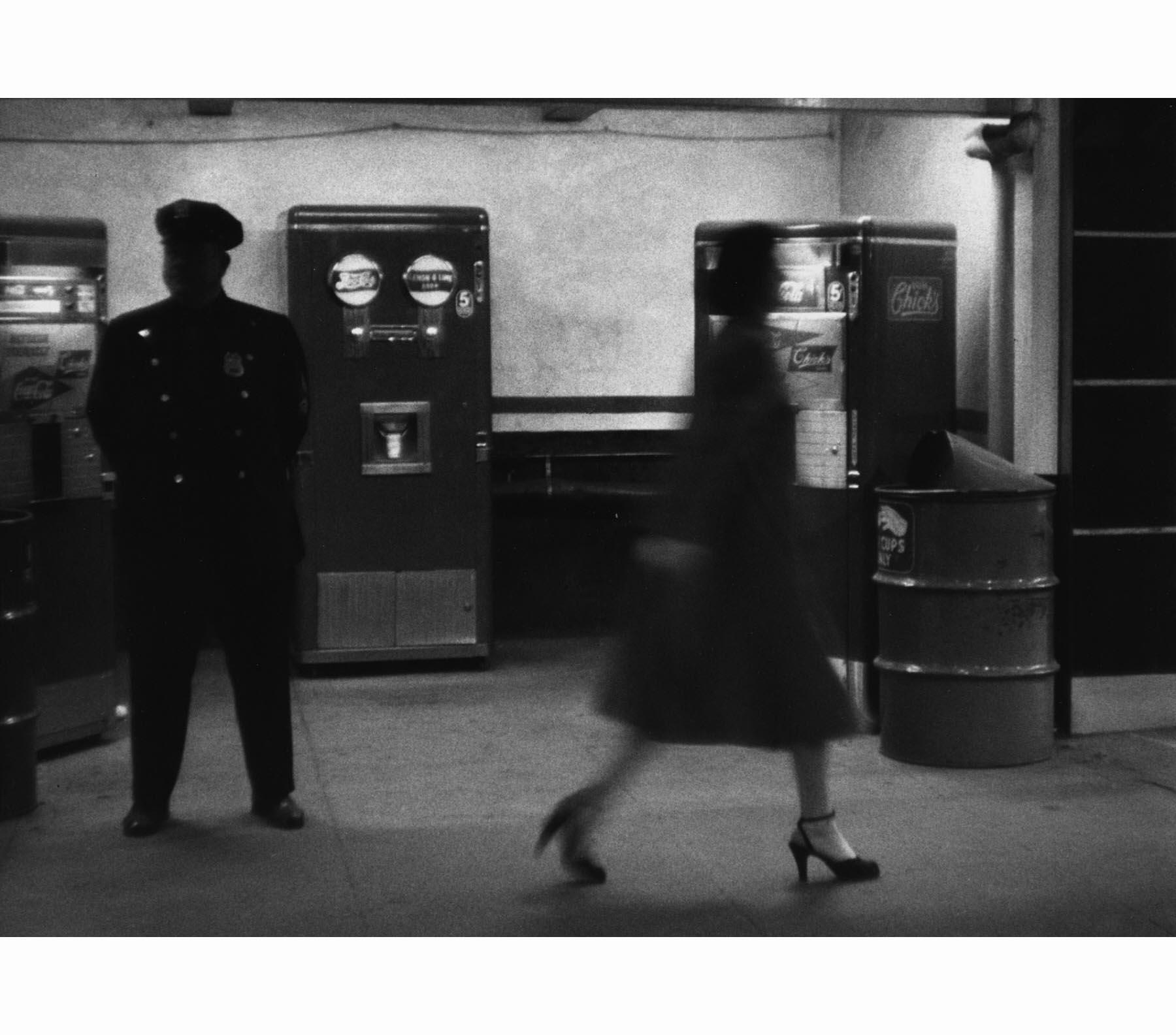 Metro Tannenbaum.Sabine Weiss Metro Nyc 1955 Pleasurephoto