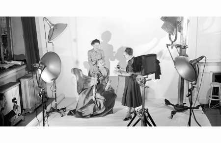 diana-vreeland-and-louise-dahl-wolfe-on-set-1947