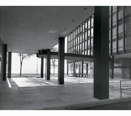 lake-shore-drive-apartments-by-ludwig-mies-van-der-rohe-chicago-1963