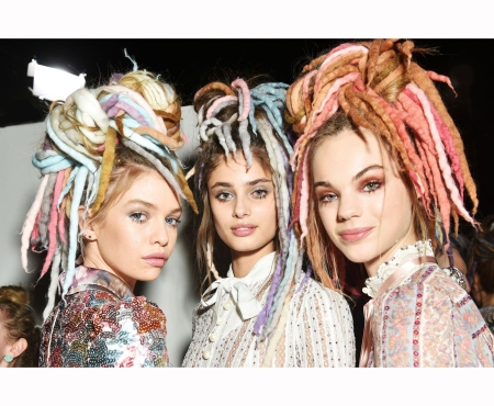 taylor-hill-and-stella-maxwell-estella-boersma-backstage-at-the-marc-jacobs-ss17-show-during-new-york-fashion-week-on-september-15-2016-marc-jacobs-backstage-kevin-tachman