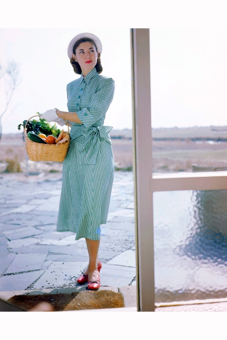 1949-long-island-new-york-state-usa-janet-stevenson-models-a-striped-dress-designed-by-joset-walker-and-a-hat-designed-by-sally-victor-image-by-genevieve-naylor