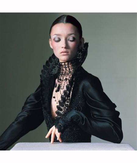 audrey-marnay-luxe-lady-dress-hc-givenchy-phillis-phosnick-vogue-dec-1999-irving-penn
