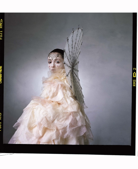 audrey-marnay-star-wars-couture-us-vogue-april-1999-irving-penn-d