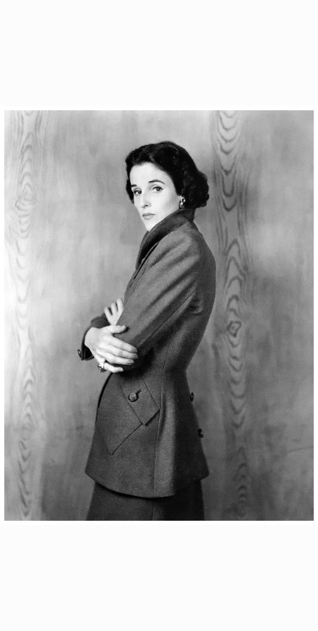 barbara-babe-cushing-mortimer-paley-july-5-1915-july-6-1978-wearing-suit-by-digby-morton-london-august-1946-clifford-coffin