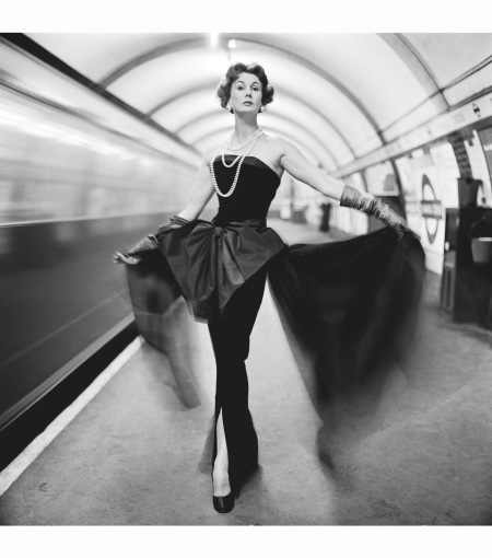 barbara-goalen-in-an-evening-dress-in-the-underground-1960-photo-john-french1