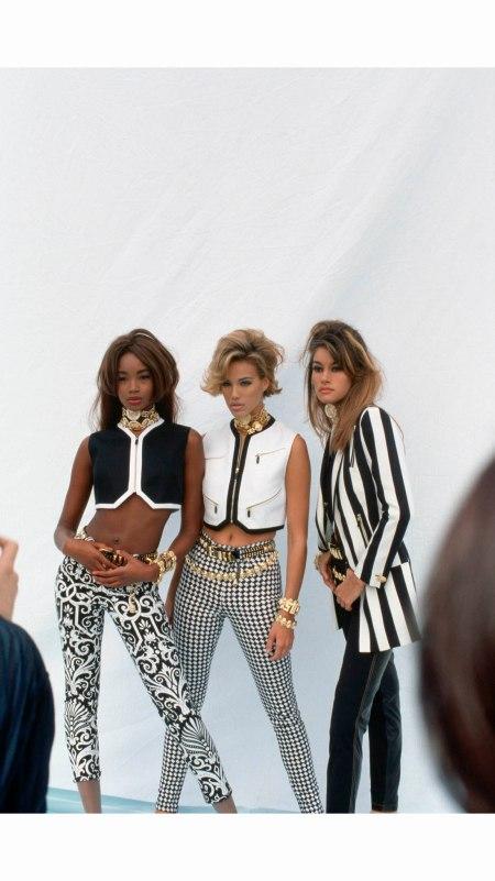 beverly-peele-emma-sjoberg-susan-holmes-versace-fashion-showmilan-1992-vittoriano-rastelli