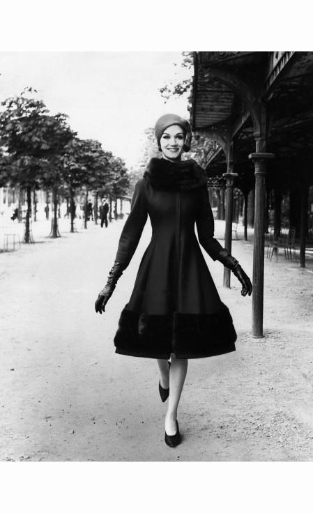 louis-faurer-%c2%b7-1-model-wearing-jules-francois-crahay-for-nina-ricci-%c2%b7-1960
