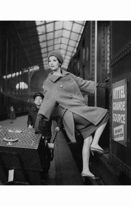 louis-faurer-%c2%b7simone-3-hanging-out-of-train-car-%c2%b7-1960
