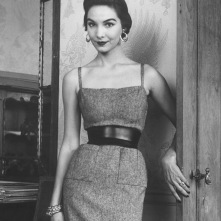 cherry-nelms-posing-in-british-fashion-designer-digby-mortons-tweed-slip-and-wide-belt-suit-1952-nina-leen