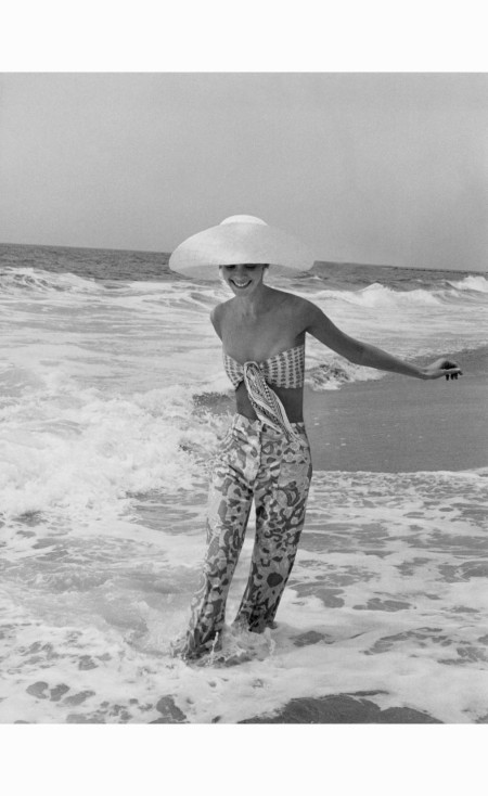 diana-ewing-in-lilly-pulitzer-pants-photographed-by-john-shannon-in-california-july-1972-john-shannon