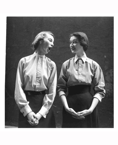 dovima-left-from-man-tailored-shirts-1949-gordon-parks