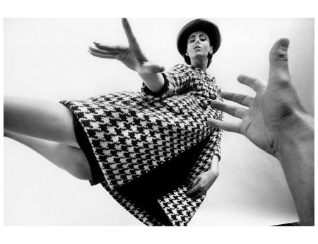 fashion-1962-maggi-eckardt-in-houndstooth-coat-by-ben-zuckerman-queen-magazine-art-kane