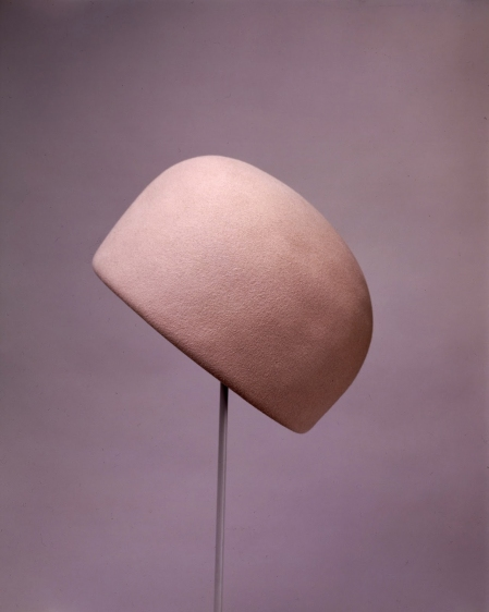 jacqueline-kennedys-pillbox-hat-by-halston-_for_bergdorf_goodman_pillbox_hat_early_1960s_felt-_the_john_f_kennedy_library_foundation_mo63-2253