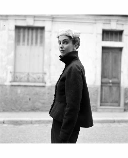 jeanne-klein-in-the-fitted-flared-suit-by-balenciaga-fashion-1951-gordon-parks-2