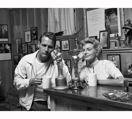 joanne-woodward-won-an-oscar-for-the-three-faces-of-eve-paul-newman-had-never-won-an-oscar-so-joanne-made-one-for-him-called-%22noscar%22-no-oscar-and-presented-it-to-him-1958