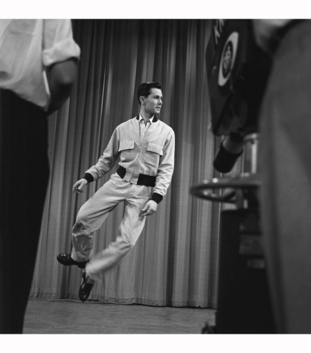 johnny-carson-on-the-set-of-carsons-cellar-his-first-tv-show-1953