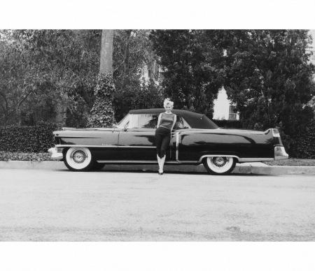 marilyn-and-cadillac-1956-milton-h-greene