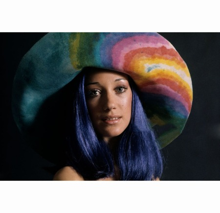 marisa-berenson-modeling-sapphire-colored-wig-by-dynel-abbott-tresses-and-tie-died-hat-by-halston-barry-berenson