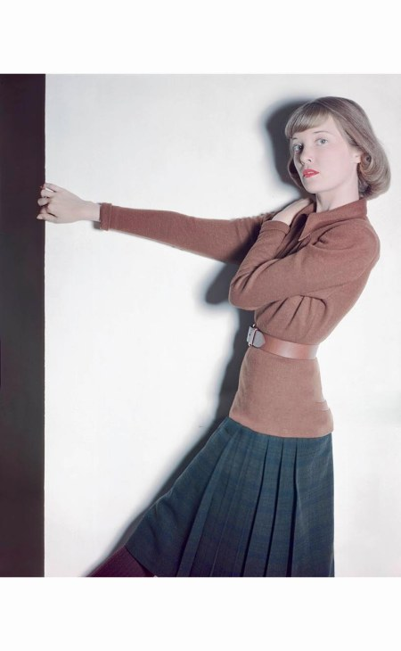 model-in-long-brown-jersey-blouse-farnsworth-black-watch-plaid-skirt-both-by-tilly-schanzer-glamour-1946-serge-balkin