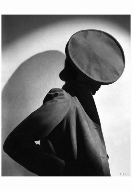 model-margot-gaylor-wearing-flat-beret-vogue-august-1937-horst-p-horst