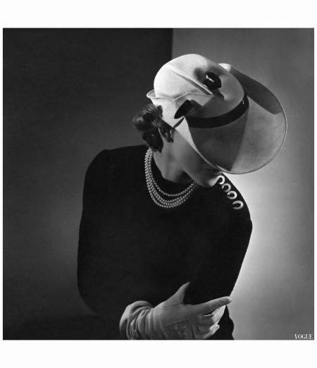 model-wearing-a-white-newsboy-style-vogue-1935-horst-p-horst