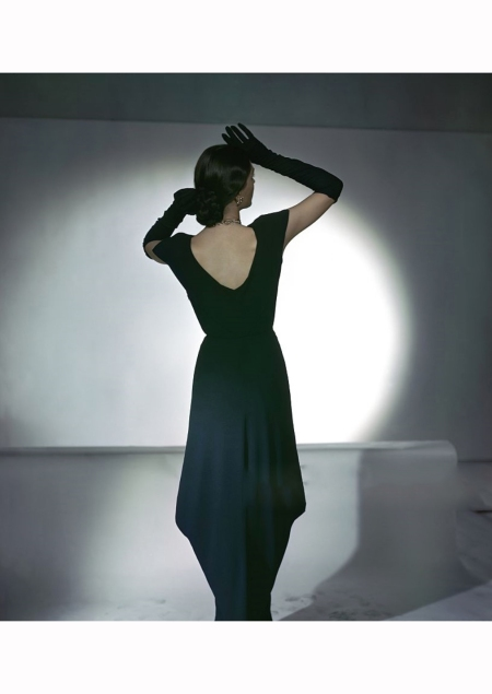 model-wearing-navy-blue-bertha-shoulder-dinner-dress-by-nettie-rosenstein-vogue-1945-john-rawlings