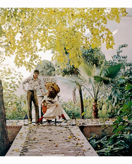 mr-and-mrs-paul-getty-jr-on-the-raised-walks-of-a-jungly-patio-at-their-marrakech-home-vogue-1970-patrick-lichfield