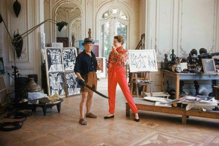 pablo-picasso-with-french-model-bettina-graziani-in-his-cannes-villa-la-californie-1955-wark-shaw