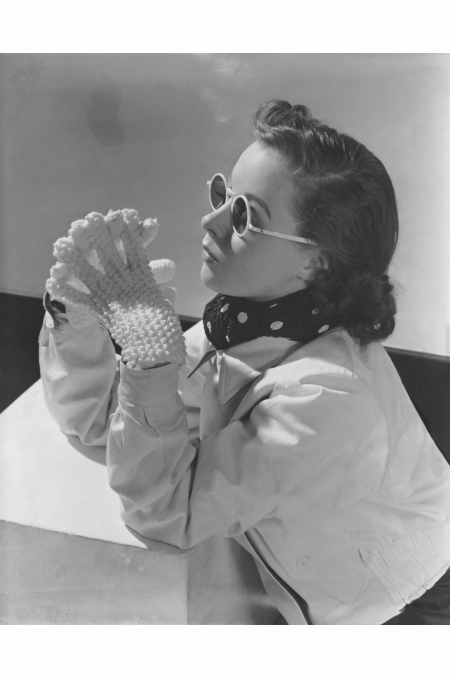 photo-lusha-nelson-white-frames-model-wearing-reversible-parka-cloth-and-wool-gabardine-jacket-sunglasses-and-lanz-of-salzburg-knit-gloves-in-1937-condc3a8-nast-archive
