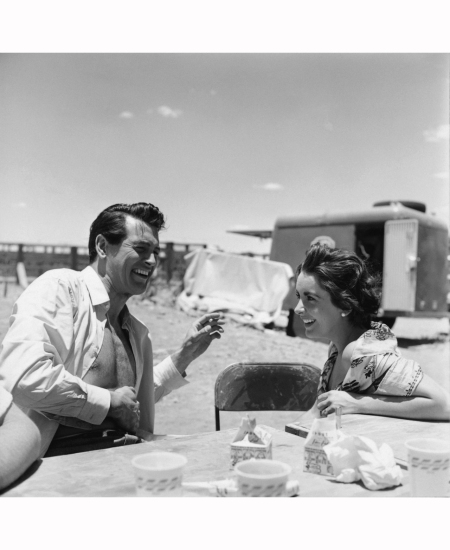 rock-hudson-and-elizabeth-taylor-on-location-while-shooting-giant-in-marfa-texas-1955
