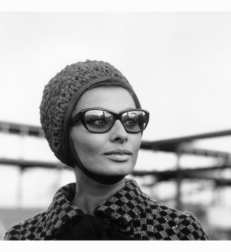 sophia-loren-london-airport-1965