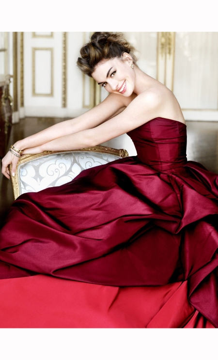 anne-hathaway-vogue-nov-2010-mario-testino